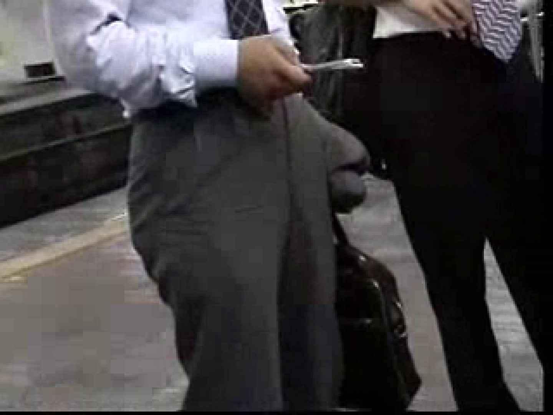 電車内でリーマンの股間撮影 車内   メンズスーツ  80画像 61