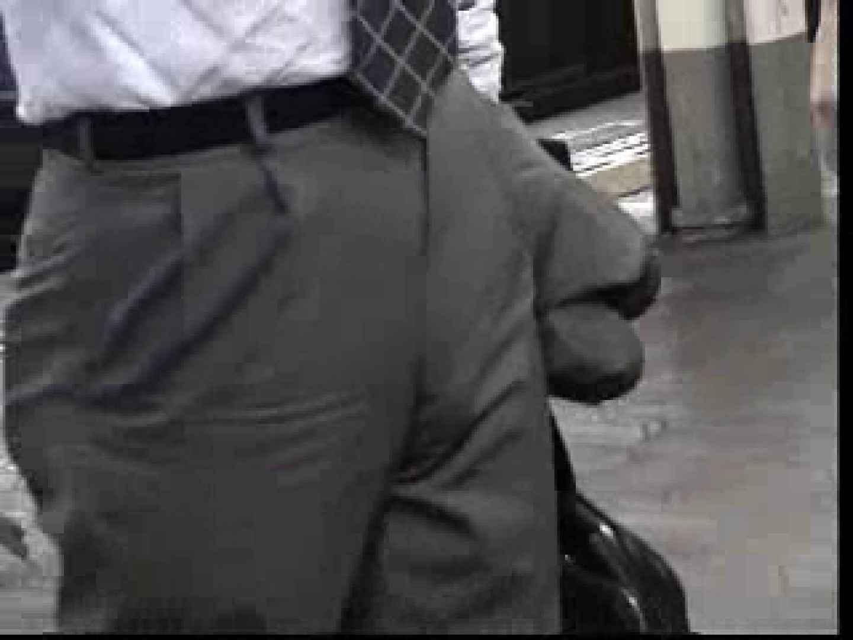 電車内でリーマンの股間撮影 車内   メンズスーツ  80画像 63