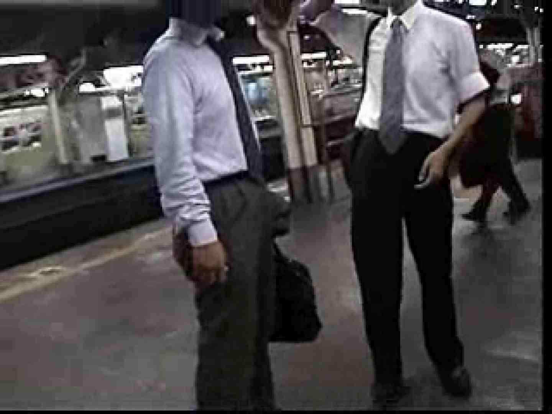 電車内でリーマンの股間撮影 車内   メンズスーツ  80画像 65